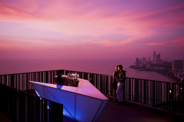 Pic-Hilton-Pattaya-Announces-New-Promotion-A-Sunset-Session-at-Horizon_People-16
