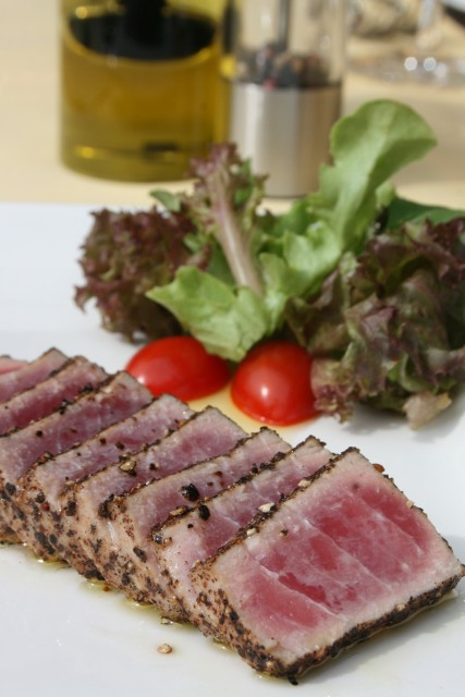 Fifty-Five-Restaurant-Tuscany-Broiled-Tuna-Carpaccio-on-yellow-mango-and-salmon-caviar