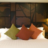 <b>Unbeatable room packages for Thai residents at U I...</b>