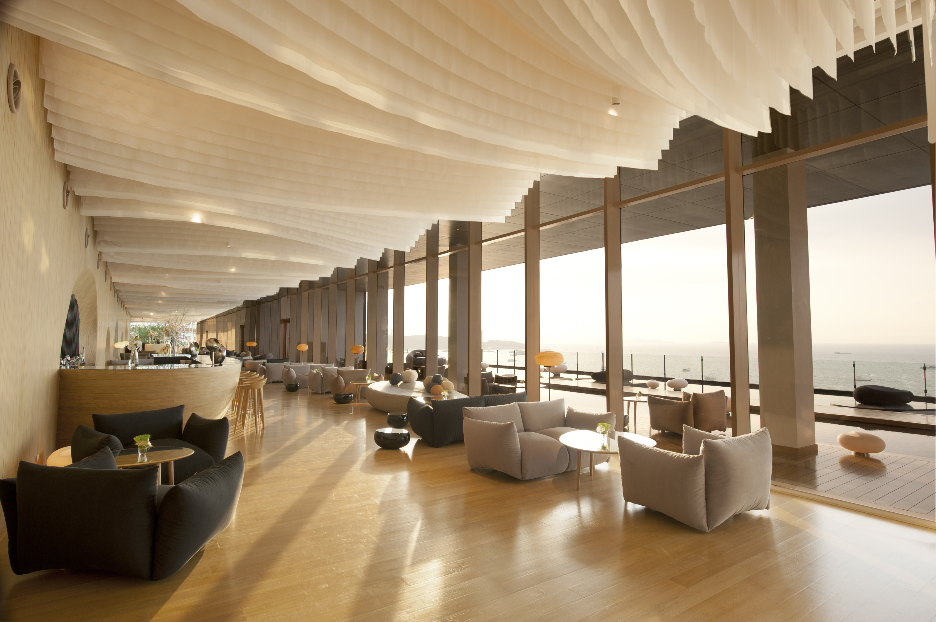 Hilton pattaya announces its new dine and fly with hilton for Piattaia design
