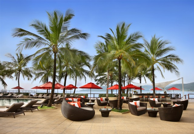 Amari-Coral-Beach-Phuket_Pool-Bar.jpg