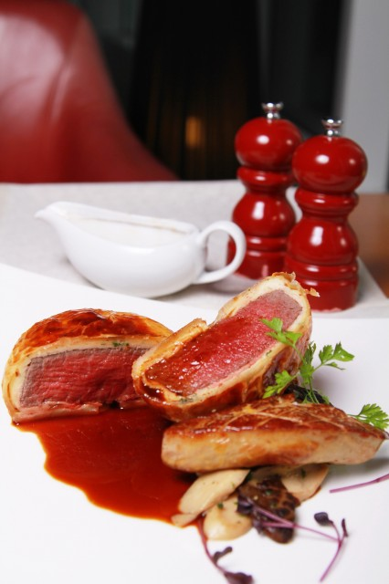 French-Charolais-beef-tenderloin-baked-in-puff-pastry-slice-of-foie-gras-red-wine-sauce.jpg