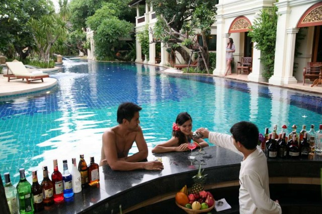 Khum-Phaya-Resort-Spa-Pool-Bar