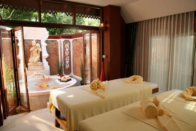 Khum-Phaya-Resort-Spa-SPA-Cenvaree-Treatment-Room