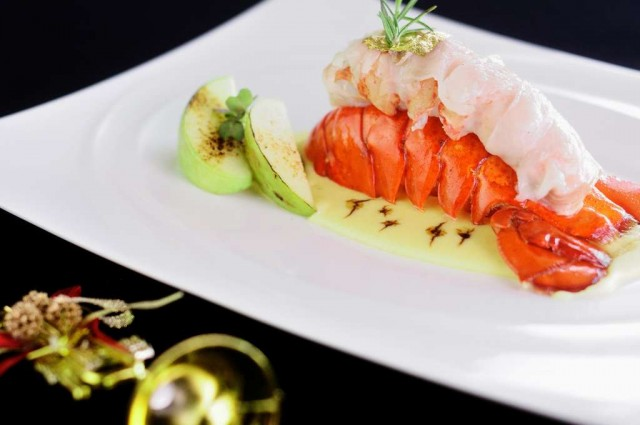 0-Canadian-lobster-tail-wrapped-in-Colonnata-speck-served-on-grass-pea-puree-and-aged-Modena-balsamic-drops
