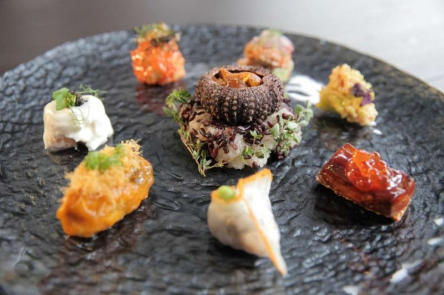 APPEARANCE-7-Stars-Around-The-Moon-Maine-Lobster-Fin-de-Claire-Oyster-Foie-Gras-Baby-Squid-Deep-Sea-Prawn-Alaskan-King-Crab-Abalone-Sea-Urchin-2