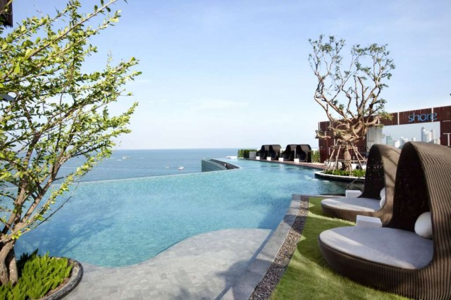 Pic-1-Hilton-Pattaya_Outdoor-pool