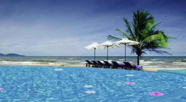 Sandy-Beach-Resort-Non-Nuoc-Resort-Danang-Vietnam-Managed-by-Centara-Pool
