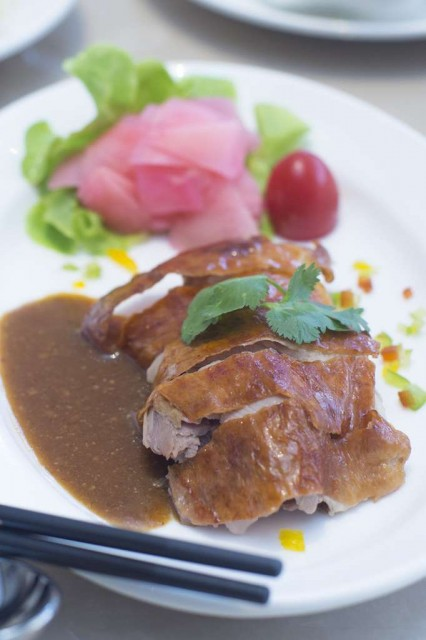China-Table_Set-Lunch-Peacefully_3-Roasted-duck-with-plum-sauce