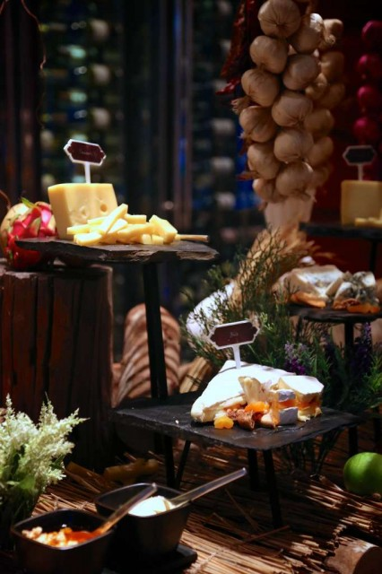 Special-Cheese-and-Wine-Promotions-at-Voila_Sofitel-Bangkok-Sukhumvit