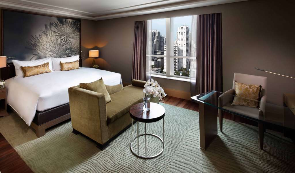 10.Luxury-Room-King-Bed