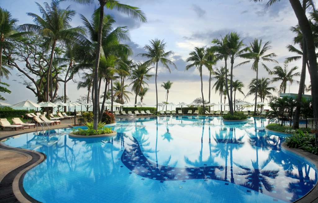 Centara-Grand-Beach-Resort-Villas-Hua-Hin-Railway-Pool