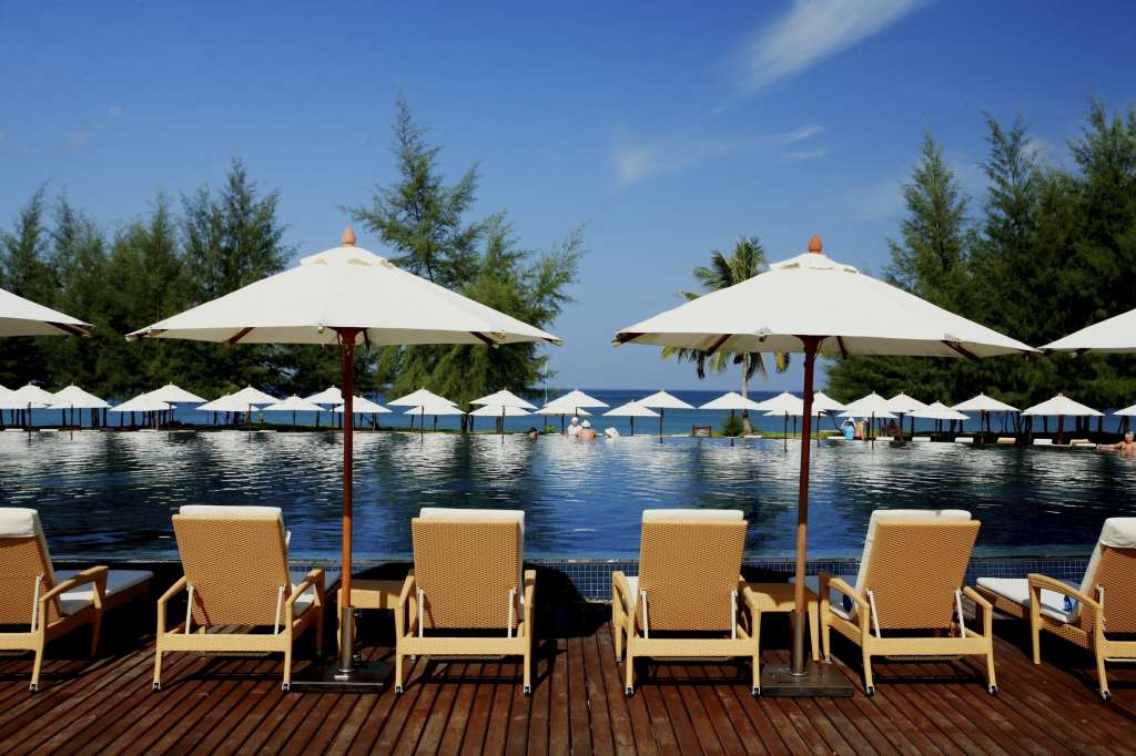 Centara-Grand-West-Sands-Resort-Villas-Phuket-Beachfront-swimming-pool-41