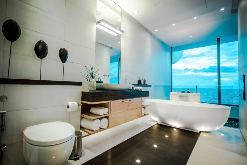 IMG_1444_Sky-Villas-Ocean-Loft-bathroom