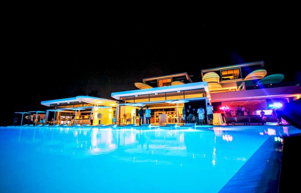 IMG_5747_kata_rocks_pool_restaurant_illuminated