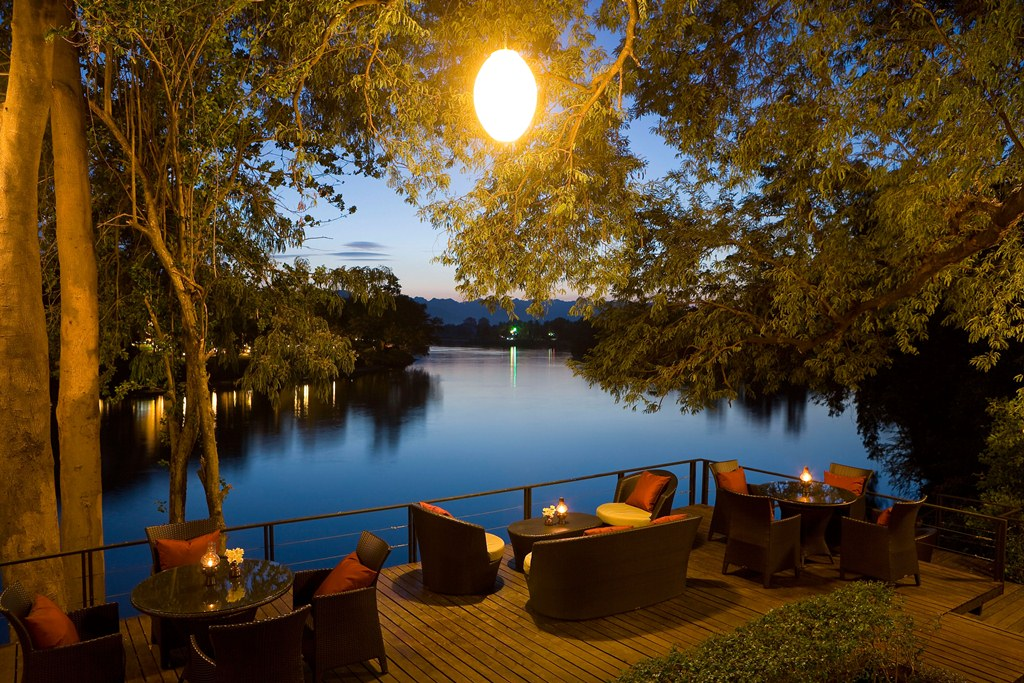 U-Inchantree-Kanchanaburi-The-Terrace-Lounge-Night-s