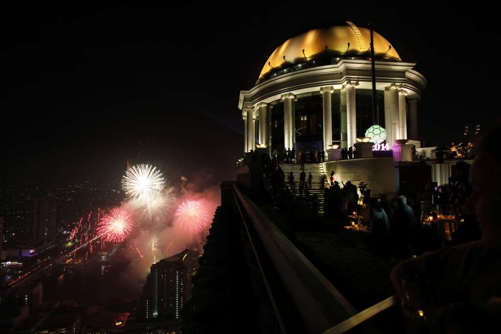 lebua_Ball-drop02