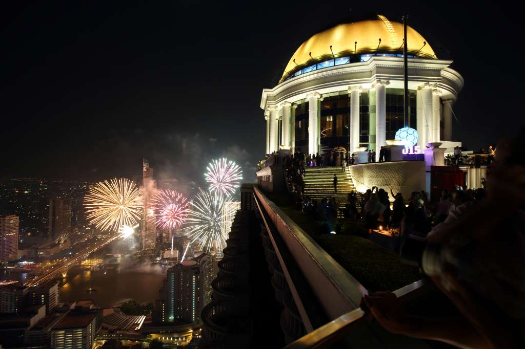 Bangkok-Ball-Drop-at-lebua-2014_4