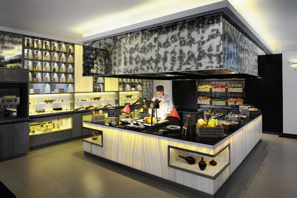 AVANI-Atrium_PUBLIC-cooking-station-with-chef-1