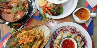 ASEAN Sunday Brunch Come 4 Pay Only 3 At Feast, Royal Orchid Sheraton Hotel & Towers