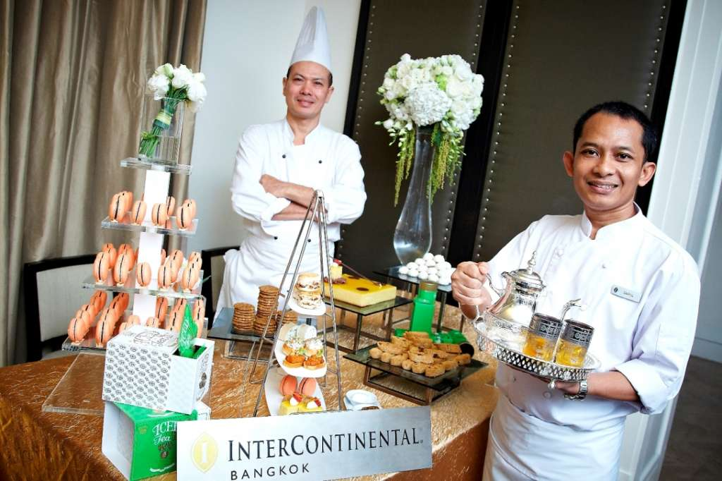 3.Chef-Saiful-Huda-Executive-Pastry-Chef-and-Chef-Saiyud-Boonthong-pastry-chef-at-InterContinental-Bangkok_2559