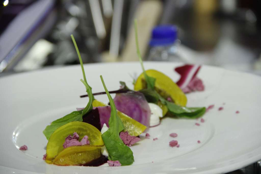 khandvi-ravioli-with-beetroot-crisp-