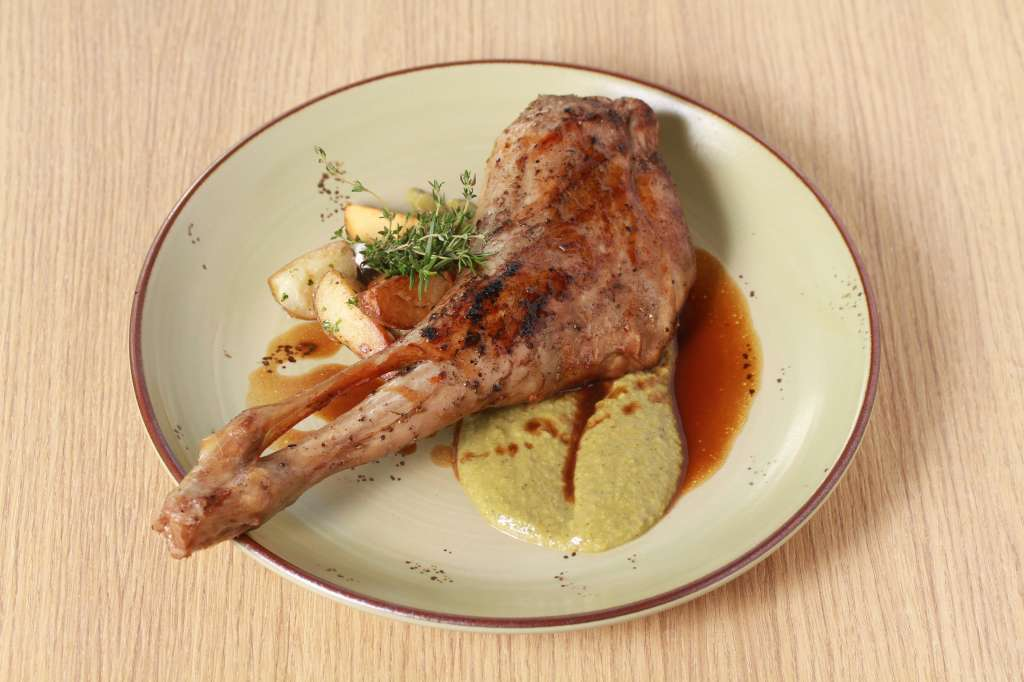 Cabrito-Lechal-suckling-goat-leg-with-sauteed-potatoes