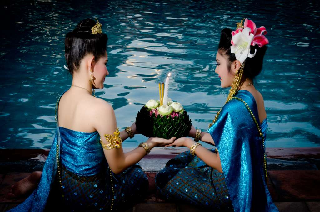 Loy-Krathong-at-Anantara-Riverside-Bangkok-Resort