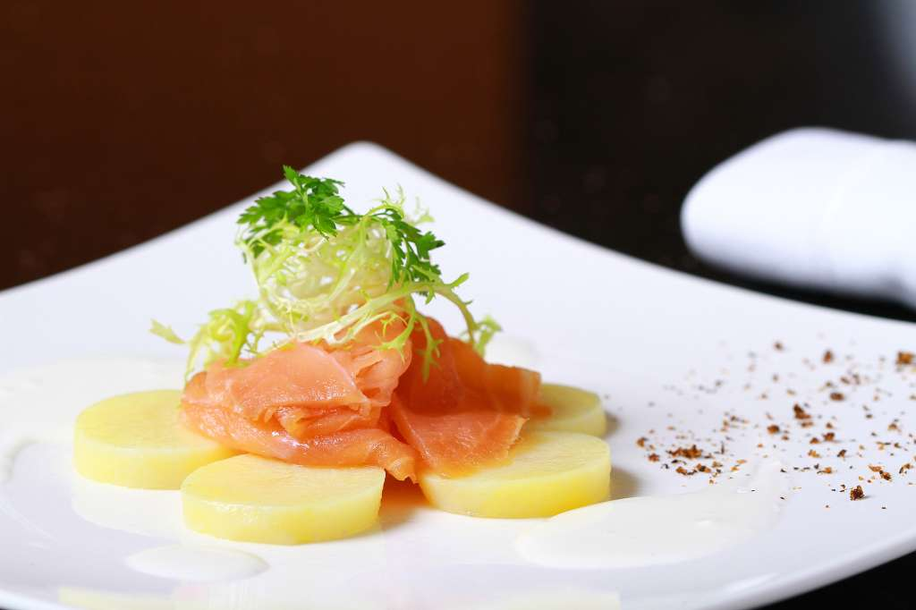 Scottish-smoked-salmon-served-on-a-warm-potato-salad
