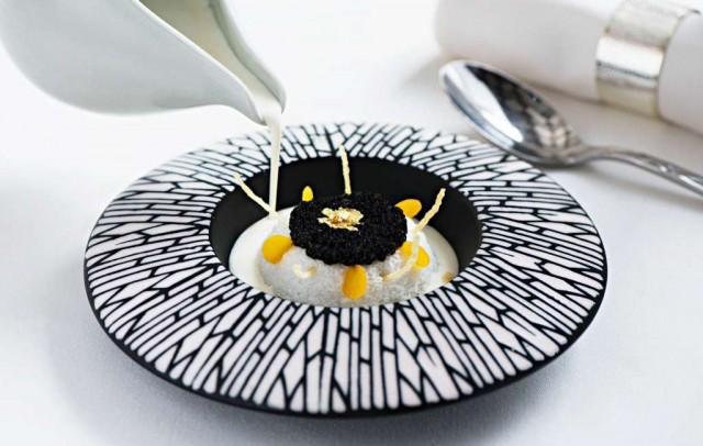 Caviar-floating-island-with-Ox-tail-consommC3A9-gelC3A9e-and-horseradish-and-onion-cream_2
