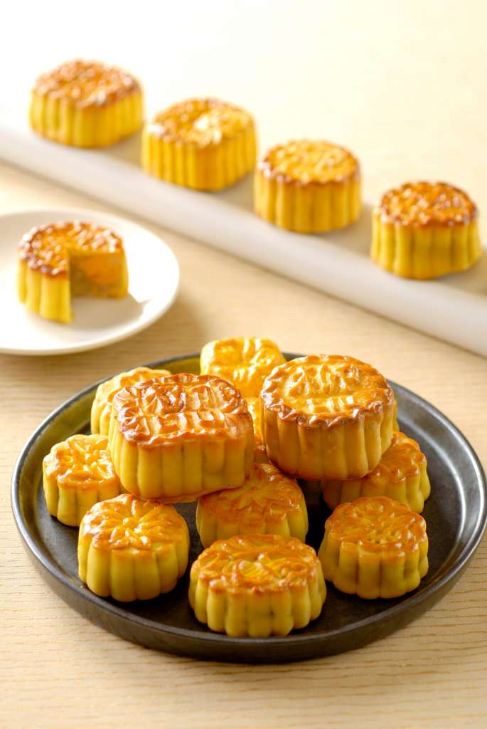 Mooncake-at-Conrad-Bangkok
