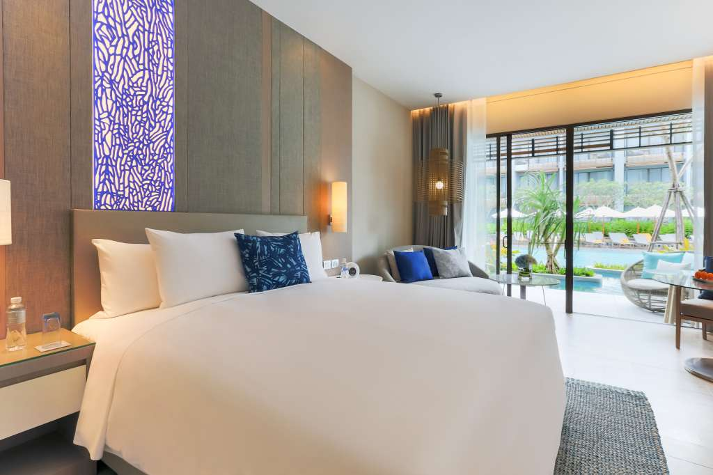 Renaissance-Pattaya-Resort-Spa-Deluxe-Pool-Access