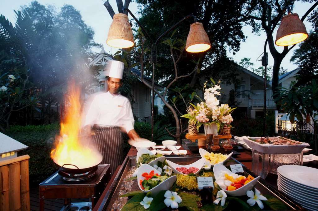 2.-THAI-CUISINE-WITH-VIBRANT-AFFAIRS-IN-E2809CTHAI-TEMPLE-FAIRE2809D-AT-CENTARA-GRAND-HUA-HIN-02