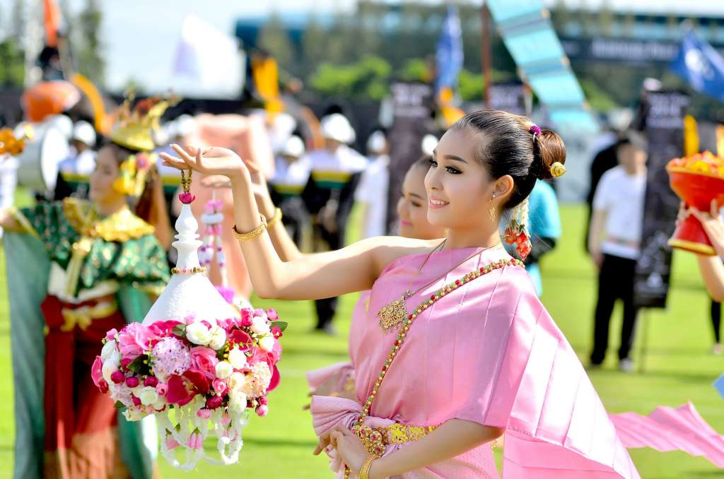 Opening-Ceremony-Thai-Dancers_resize