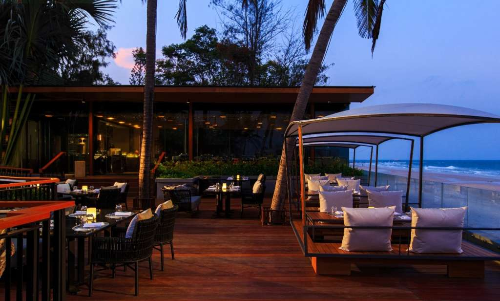 Hua-Hin-Marriott-Resort-Spa-Big-Fish-Bar-Terrace-2
